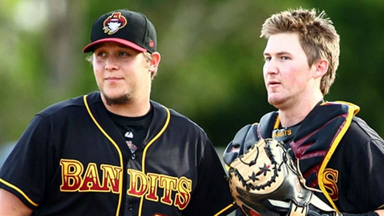 Bandits pitcher Ryan Seale and catcher Mitch Nilsson confer on the mound last season.