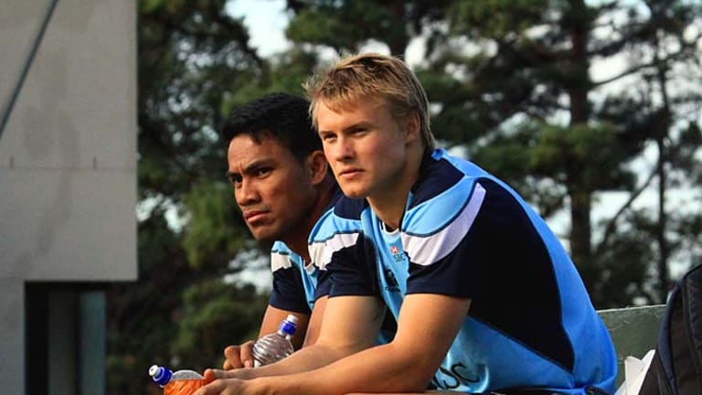 Wing rivals ... Atieli Pakalani (L) and Tom Kingston look on during the Waratahs training session in Cape Town on Thursday.