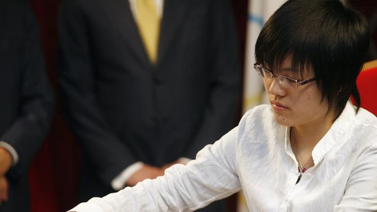 Hou Yifan on her way to the Women's World Chess Championship title.