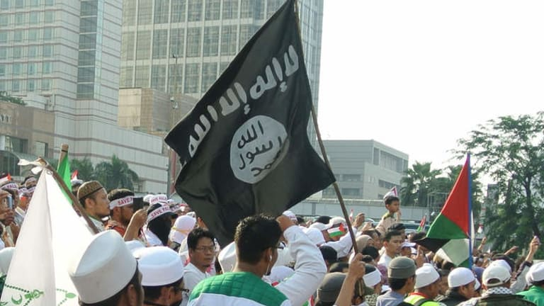 An Islamic State of Iraq and the Levant flag at a pro-Palestine rally in Jakarta.