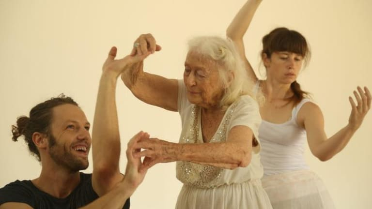 Visual language: Eileen choreographing with dancers at Bundanon.