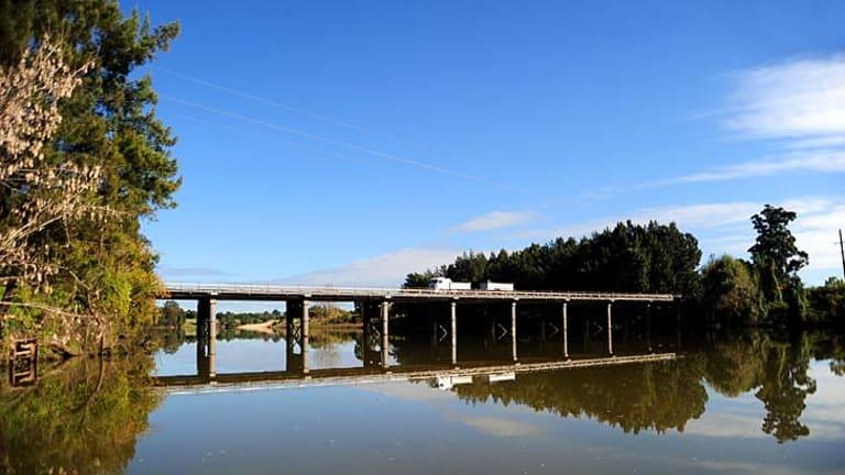 Windsor Bridge proposal: Documents to replace the bridge reveal doubts.