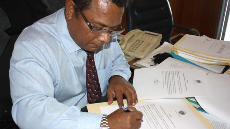 Outgoing Nauruan president Marcus Stephen signing the United Nations convention on refugees.