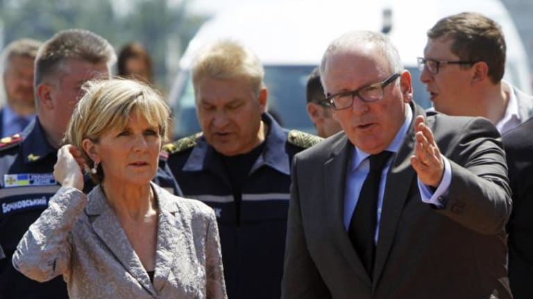 Dutch Foreign Minister Frans Timmermans (right) shows the way to his Australian counterpart Julie Bishop during their visit to Kharkiv airport.