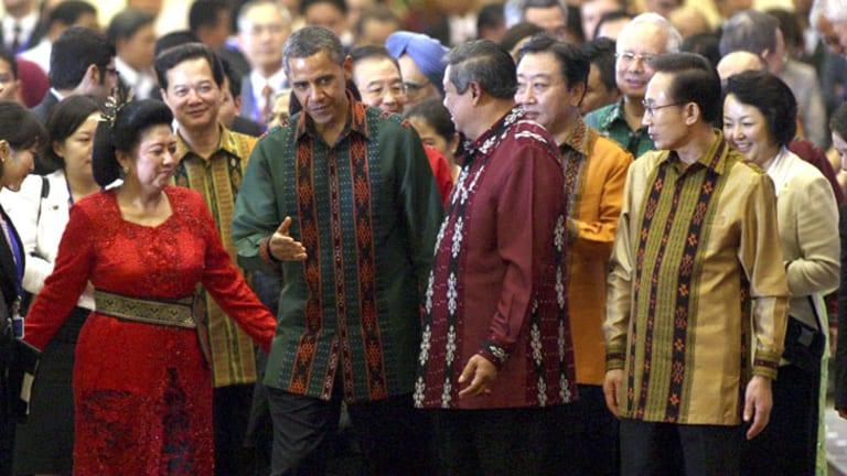 US President Barack Obama, Indonesia's Susilo Bambang Yudhoyono (centre), Japanese PM Yoshihiko Noda (third from right) and South Korean President Lee Myung-bak at Nusa Dua.