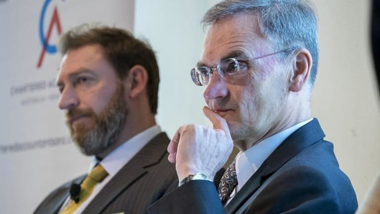 ASIC chairman Greg Medcraft and AFP agent Scott Mellis at a security conference.