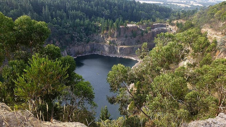 There are plans to turn a former quarry at Arthurs Seat into a tip.