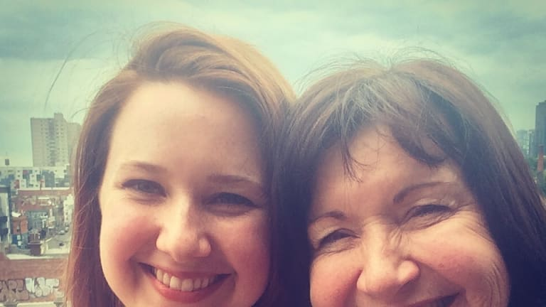Hannah Kent with mum, Pam.