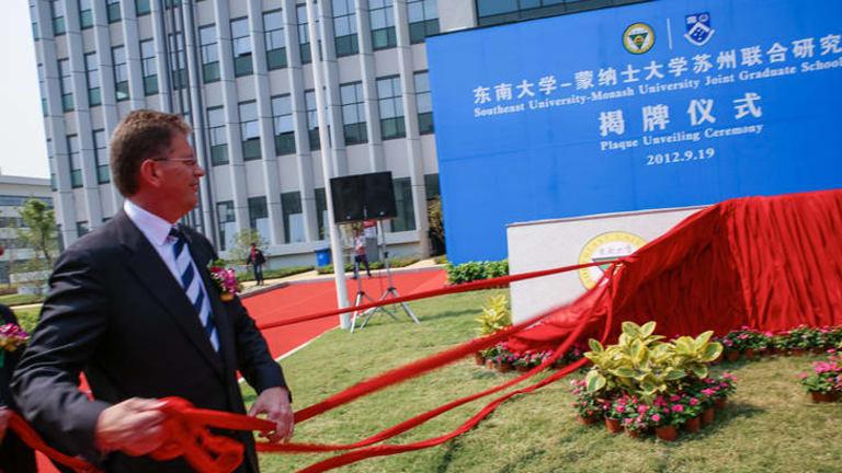 Premier Ted Baillieu at Monash University's Suzhou campus.