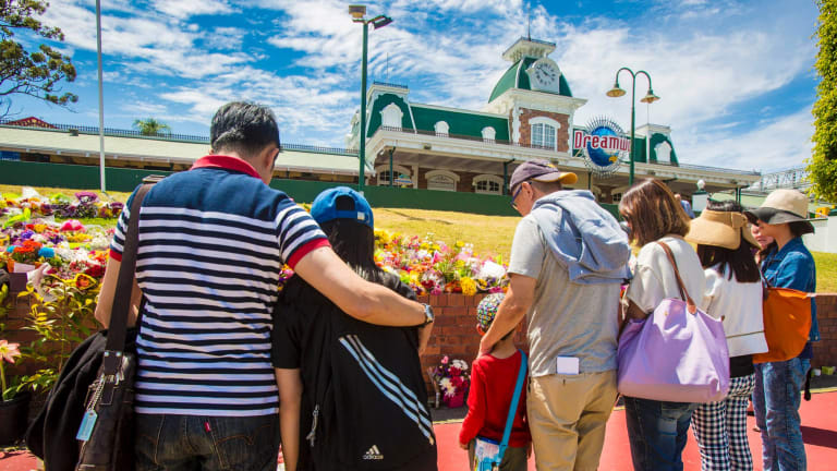A family on holiday on the Gold Coast arrives to closed doors at Dreamworld, where four people died after a malfunction with the Thunder River Rapids ride.