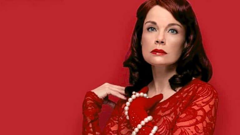 Sigrid Thornton as Blanche DuBois.