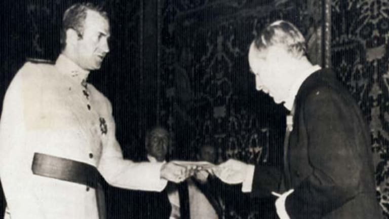 Spanish mission . . . Hugh Gilchrist presents his credentials to King Juan Carlos of Spain in 1976.
