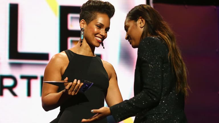 Alicia Keys presents the ARIA for Best Female Artist to Jessica Mauboy.