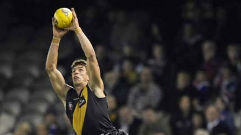 Richmond's Troy Simmonds marks during the Tigers' encounter with the Bulldogs.