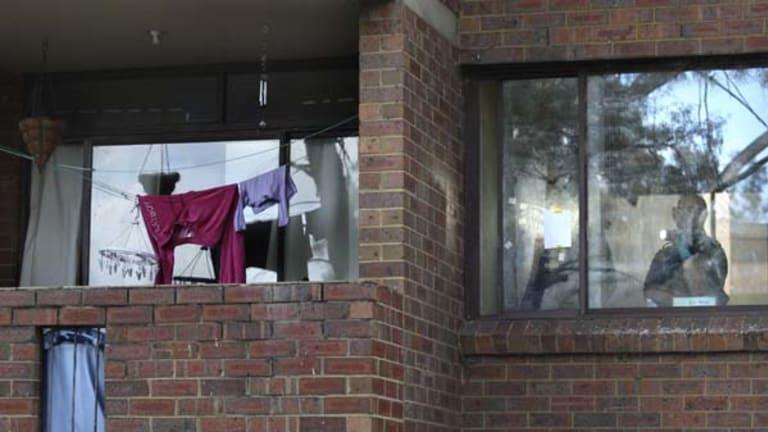 Search for clues ... police inside Kiesha's family's flat.