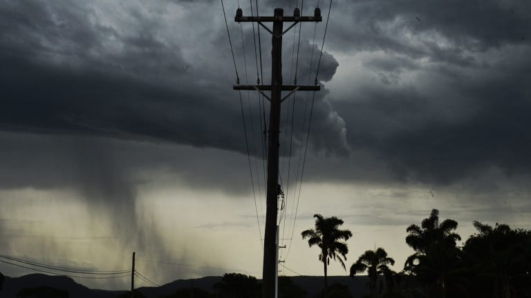 A storm at Yarramundi interacts with the cool change crossing Sydney.