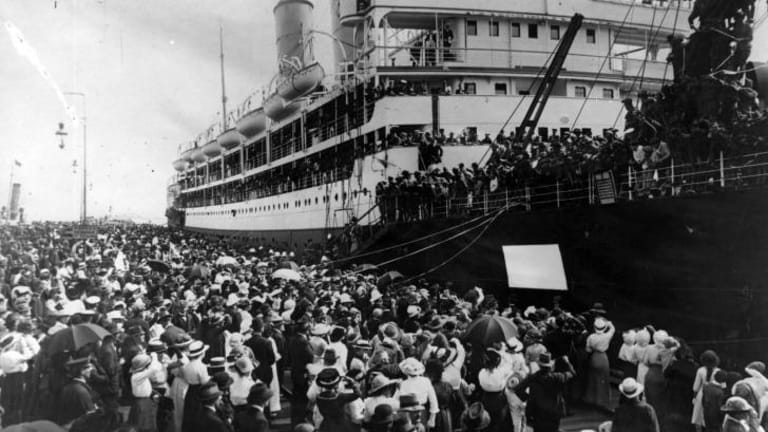 Crowds line the dockside in Melbourne, as a troopship prepares to depart in 1917.