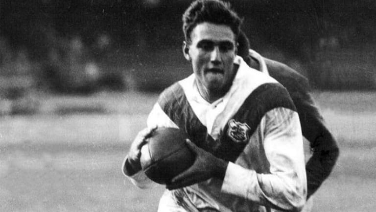 The prince of centres: Reg Gasnier in action for St George.