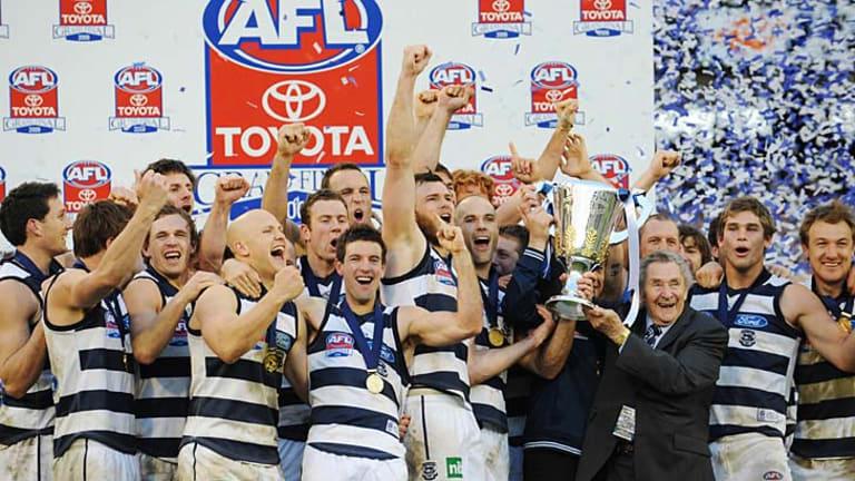 Cats legend Bob Davis presents the 2009 premiership cup to Geelong.   .