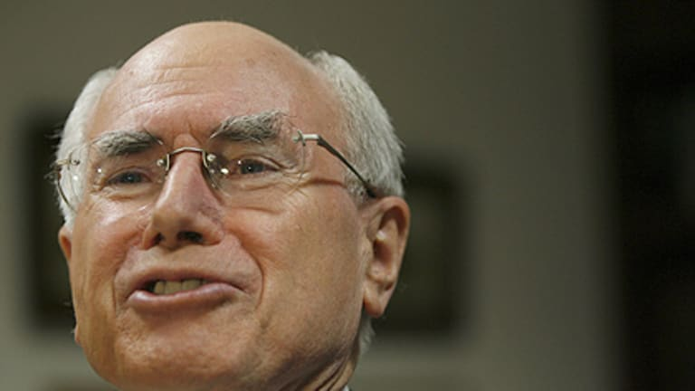 'Very good advice' ... John Howard has told members of the LNP how he thinks they can win the next state election.