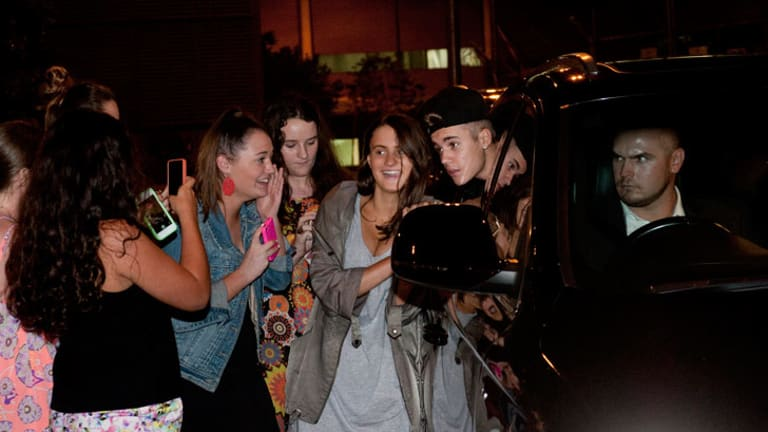 Justin Bieber had earlier posed for photos with fans in Brisbane ... now his security are deleting pictures taken by onlookers.