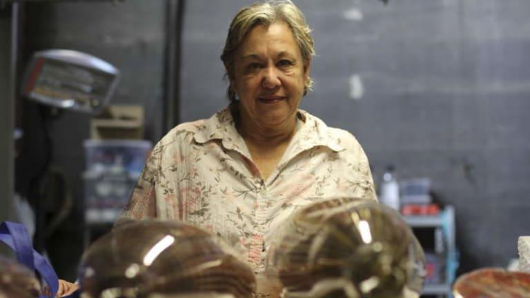 Glass artist Jenni Kemarre Martiniello.