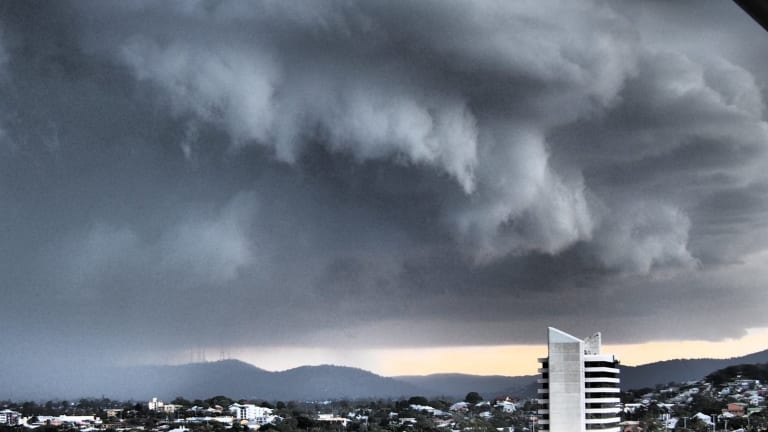 Energex dispatched only a handful of crews after storm: ETU