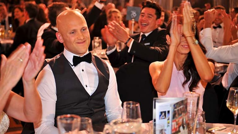 The applause breaks out for Gary Ablett after he won the Brownlow.