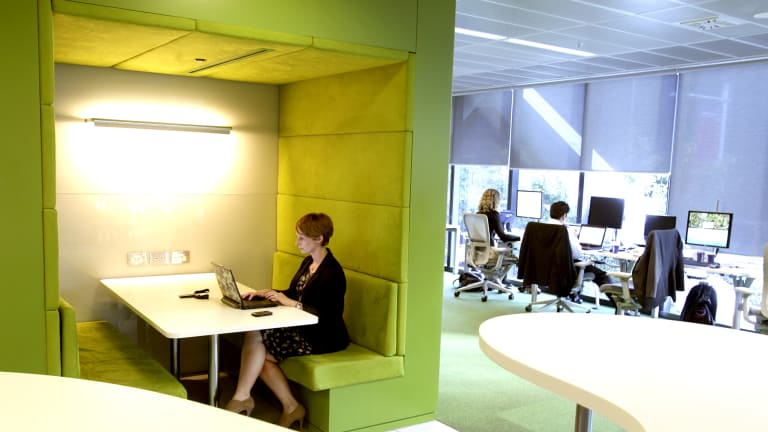 At Macquarie Bank In Sydney, Staff Work Via Wireless From Pods,  Collaboration Areas And