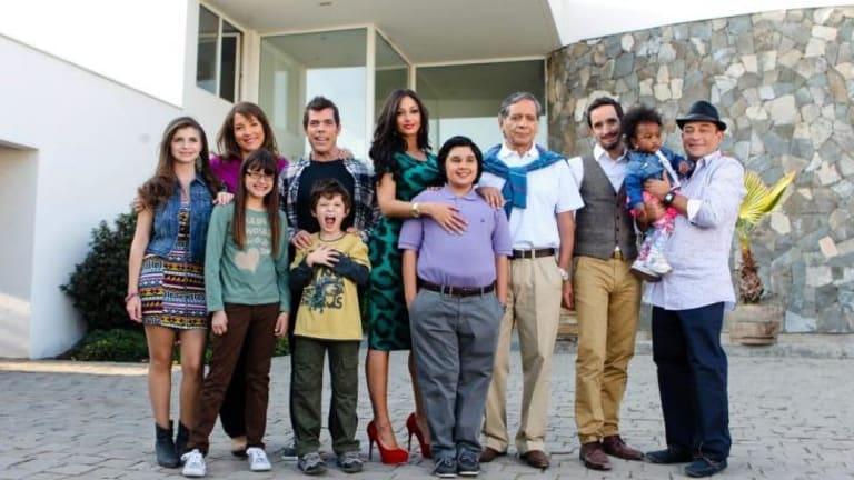 Look kind of familiar? ... It's <i>Familia Moderna</i> (Chile).