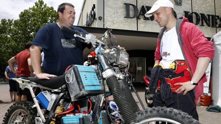 """Phillip Carlson of Melba chatting to Al Bunzel of Goulburn about his electric dirt bike """"Scrappy""""."""