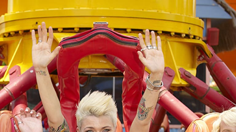 Ruby Rose tests out The Claw at Dreamworld.