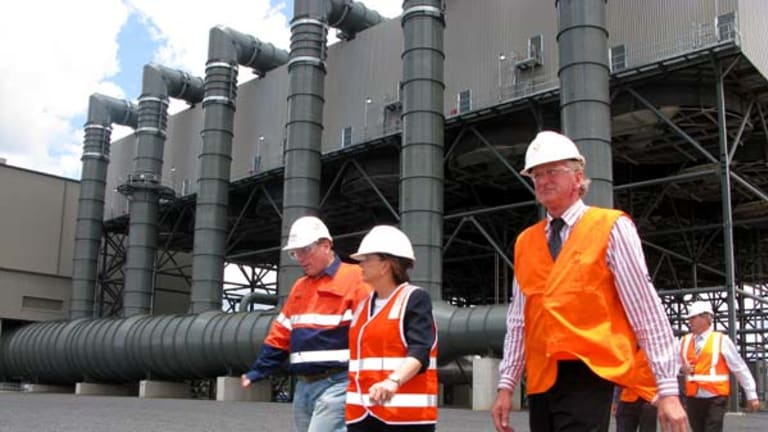 Premier Anna Bligh tours the new Darling Downs power station with plant manager Simon Ganley (left) and Shadow Agriculture spokesman and Member for Condamine Ray Hopper.