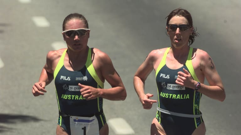 Emma Carney and Jackie Fairweather (nee Gallagher) in the 1997 World Triathlon Championship final leg.