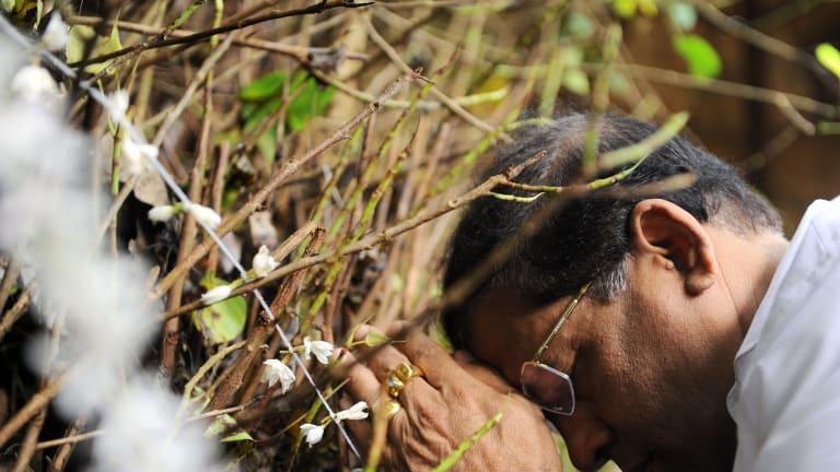 Sri Lanka's opposition presidential candidate Maithripala Sirisena praying at a Buddhist temple on Thursday.