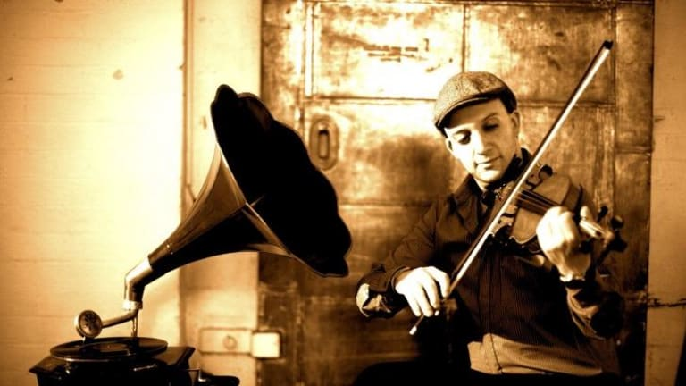 Daniel Weltlinger pays tribute to the music of Django Reinhardt.