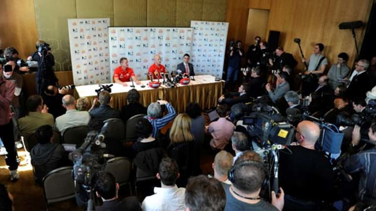 A packed news conference probes new Suns player Gary Ablett.
