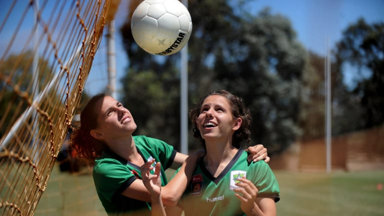Canberra United's Ashleigh and Nicole Sykes in 2009.