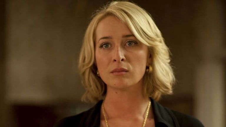 Asher Keddie playing Ita Buttrose in <i>Paper Giants</i>.