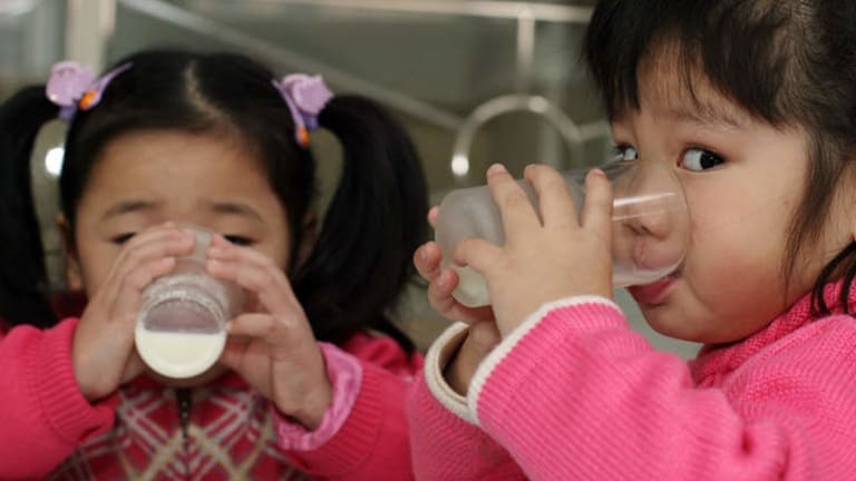 contaminated milk in china China, including casein, caseinates, milk powders, whey powder, and lactose powder noting that other food products such as biscuits and chocol ate, which could be made from contaminated milk powder, may have reached the european union (eu).