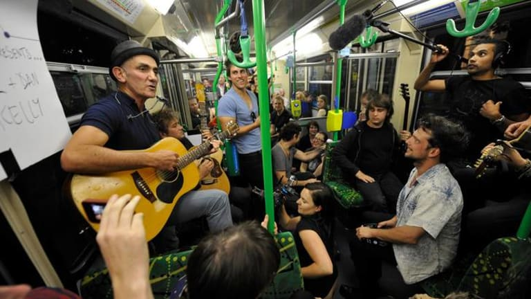 Paul Kelly delivers the goods while on the move last night.