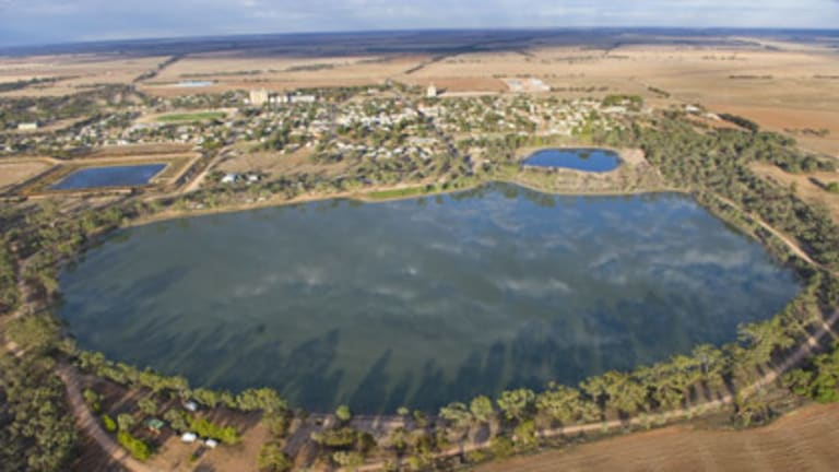 Hopetoun's Lake Lascelles is full for the first time in 10 years.