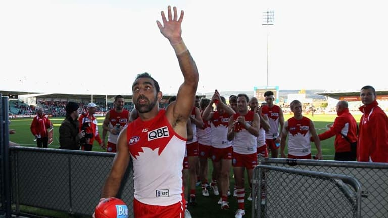 Supreme … Adam Goodes, above, acknowledges the crowd after inspiring Sydney to a 37-point win over Hawthorn.