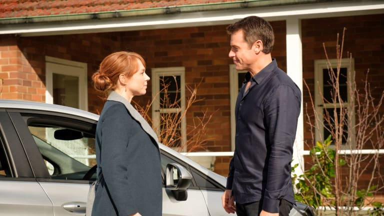 Hayley McElhinney as Penny and Rodger Corser as Hugh Knight in <i>Doctor Doctor</I>.