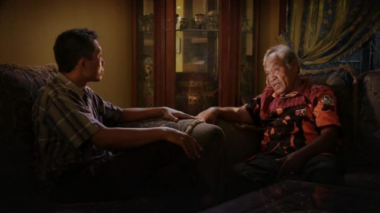 Adi Rukun confronts Amir Siahaan in <i>The Look of Silence</i>.