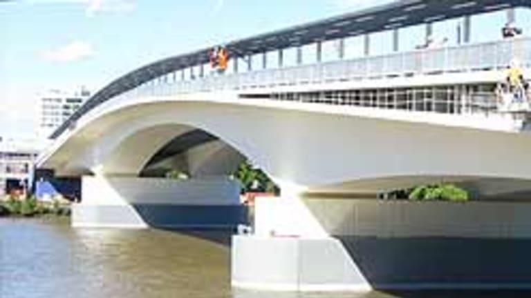 Brisbane's Go Between Bridge.