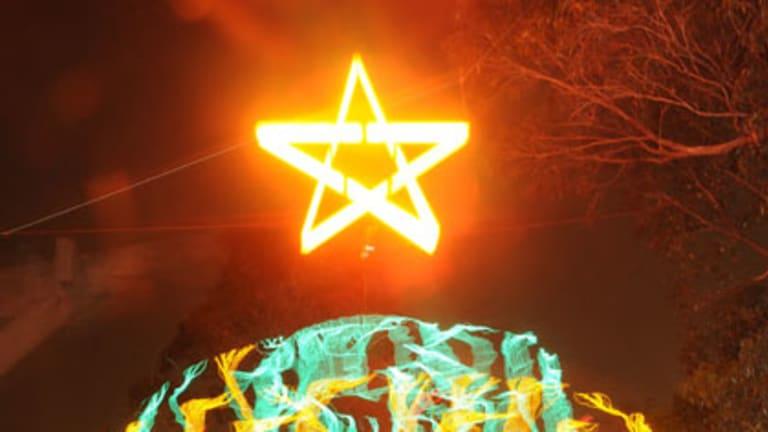 Electricity artist Peter Terren gets into the Christmas spirit.