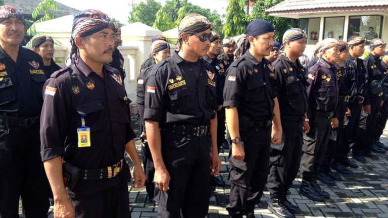 Members of Indonesian mass organisation Paksi Katon line up outside the military tribunal where 12 Kopassus soldiers are on trial for breaking into a prison and killing four men in March 2013.
