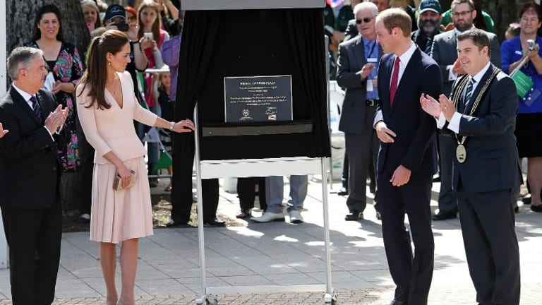 Kate and William have unveiled a plaque which dedicates a new plaza in Elizabeth to their son, George.