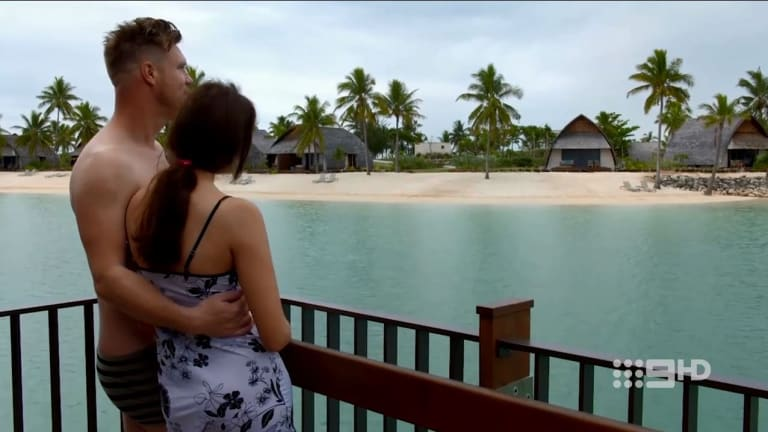 Dean and Tracey go on honeymoon to Fiji.
